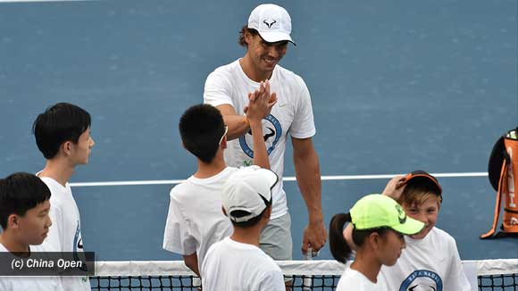 Rafa Nadal promociono en China su futura academia de tenis