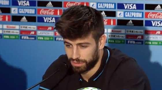 Gerard Piqué realizando declaraciones sobre Álvaro Arbeloa