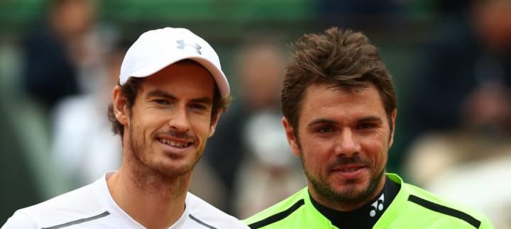Andy Murray y Stan Wawrinka durante el saludo inicial en semifinales de Roland Garros 2016