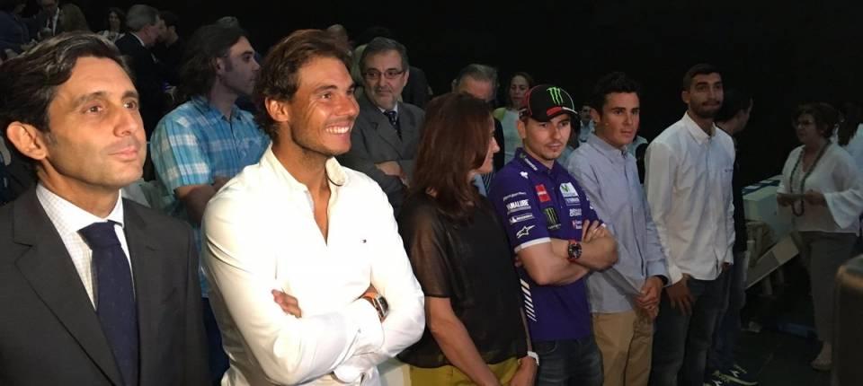 Rafael Nadal junto a Jorge Lorengo y otros grandes deportistas españoles en la presentación de Becas Podium 2016