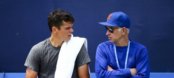 John McEnroe es ahora uno de los entrenadores de Milos Raonic. En la foto ambos conversan durante el torneo de Queens 2016 (C) Jordan Mansfield/Getty Images Europe