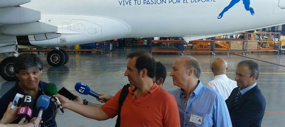 Toni Nadal en la presentación del avión del Rafa Nadal Sports Centre con Air Europa