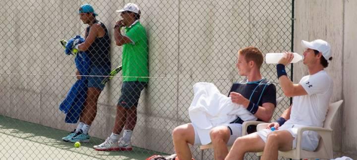La penúltima semana de entrenamiento antes de volar hacia los Juegos de Río 2016, Nadal y Murray entrenan pista con pista en Manacor (C) Foto por Rafa Nadal Academy