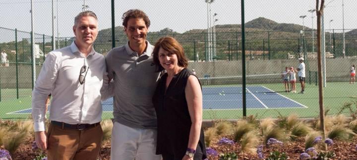 Rafa Nadal junto a los Directores de la Federación Australiana de Tenis, quienes visitaron la Academia del mallorquín (C) Rafa Nadal Academy via Twitter