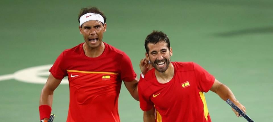 Rafa Nadal y Marc López celebrando su victoria frente a la pareja austríaca Oliver Marach y Alexander Peya en los Juegos de Río