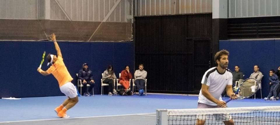Nadal ejecuta su servicio durante la semifinal del Campeonato Nacional 2016