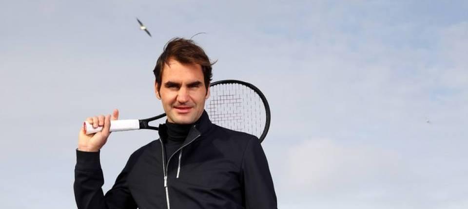 Roger Federer posa en el Puente de Carlos de Praga en la presentación de la Laver Cup 2017