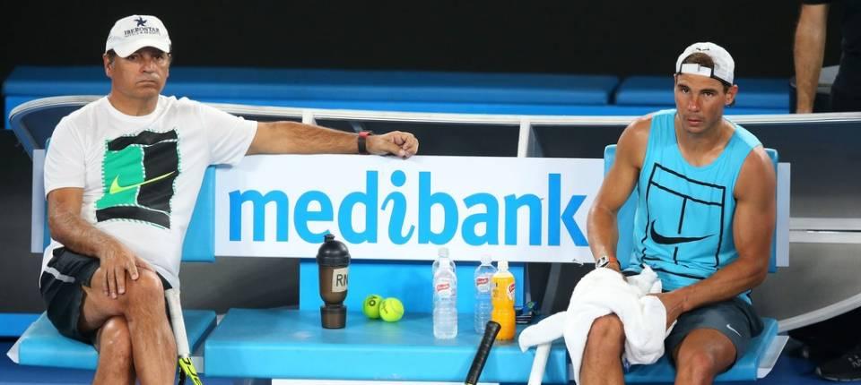 Toni Nadal y Rafa Nadal durante un entreno al Abierto de Australia 2017