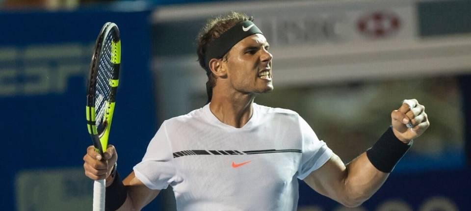 Nadal reacciona después de un gran punto en la final del ATP 500 de Acapulco contra Sam Querrey