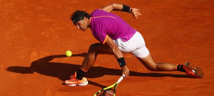 """Rafa Nadal es uno de los tenistas con mayor destreza a la hora de """"saber resbalar"""" en pistas de tierra batida (C) Clive Brunskill/Getty Images Europe"""
