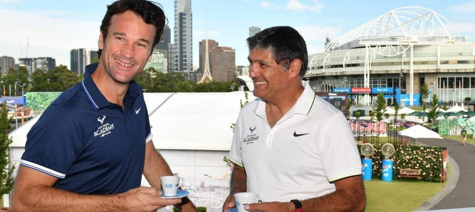 Carlos Moyá y Toni Nadal durante un evento promocional en el Abierto de Australia 2017