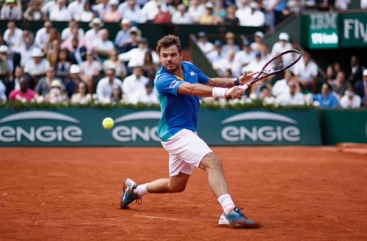 Wawrinka devuelve una bola con su revés a Murray en la semifinal de Roland Garros 2017 (C) Adam Pretty/Getty Images Europe