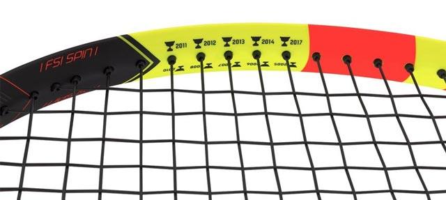 Los 10 trofeos de Nadal en Roland Garros serigrafiados en la Babolat Pure Aero Décima (C) Babolat