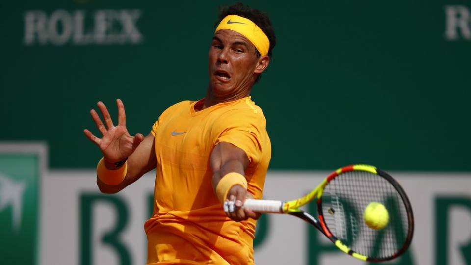 Nadal golpea fuerte la bola frente a Bedene - R2 Masters 1000 Montecarlo 2018