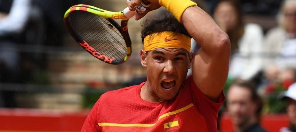 Nadal intenta un winner frente a Kohlschreiber - Copa Davis 2018 España-Alemania Dia 1