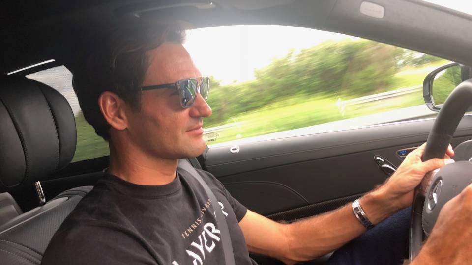 Roger Federer regresando a casa para ver a Suiza en el mundial