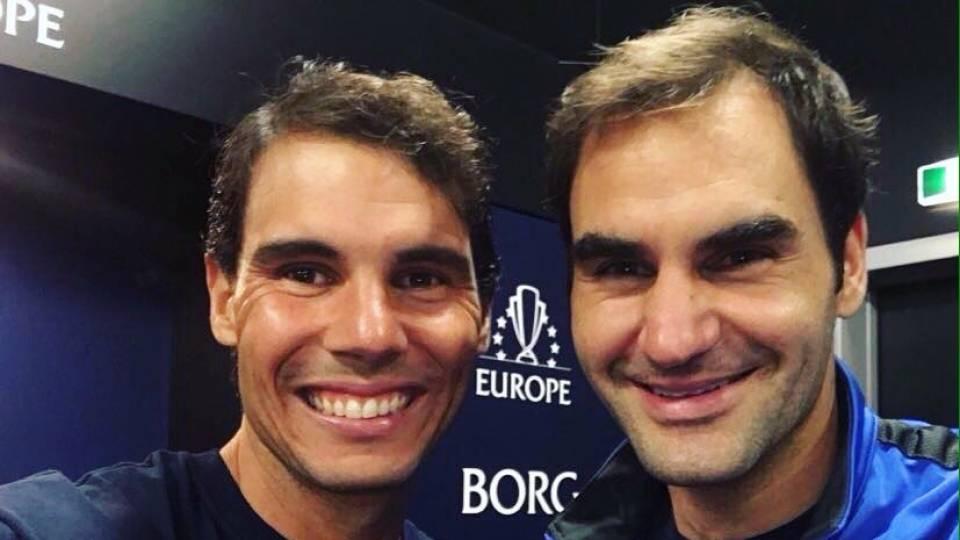 Nadal y Federer tras su partidos de dobles en la Laver Cup 2017
