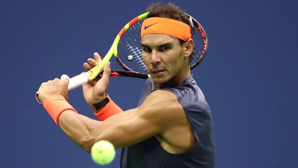 Rafa Nadal golpea una bola contra Del Potro, semifinales US Open 2018