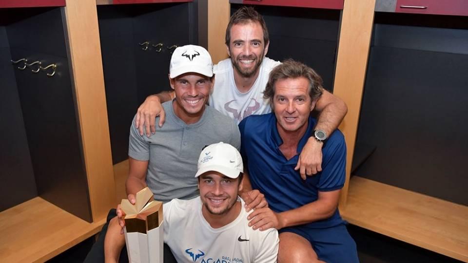 Rafa Nadal, Tomeu Salvà, Rafael Maymò y Francis Roig junto al trofeo de Montreal