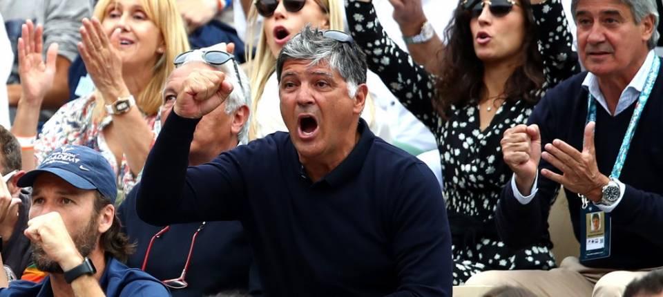 Toni celebra un punto de su sobrino durante la final de Roland Garros 2019