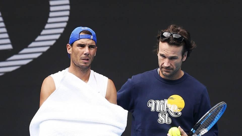 Carlos Moyá con Rafa Nadal durante un entrenamiento en el Open Australia 2020