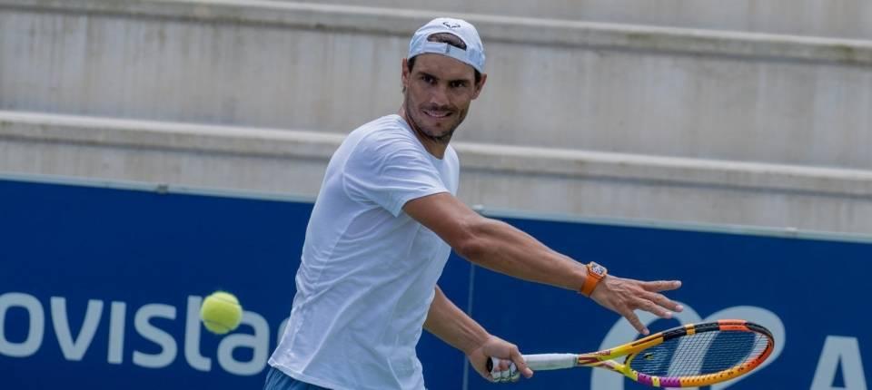 Nadal se entrena en su academia para la reanudación del tenis tras el coronavirus