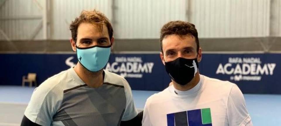 Rafa Nadal y Roberto Bautista entrenando juntos en la pretemporada 2021, en la Academia de Nadal