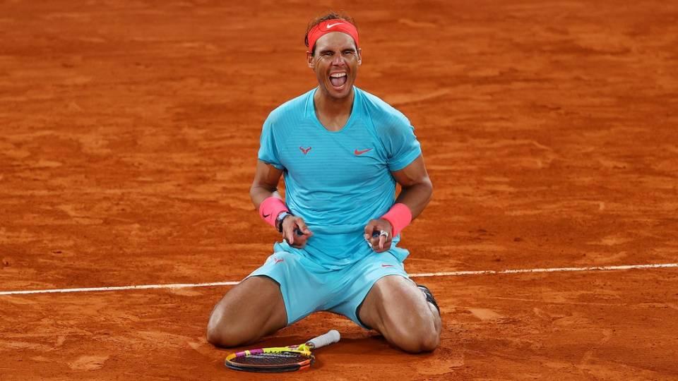 Rafa Nadal celebra el punto de campeonato en Roland Garros 2020 frente a Djokovic