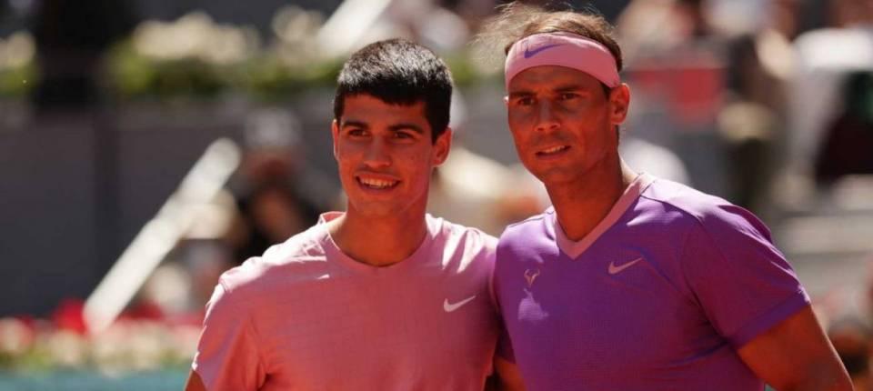 Carlos Alcaraz y Rafa Nadal posan en su primer duelo durante el Masters 1000 de Madrid 2021